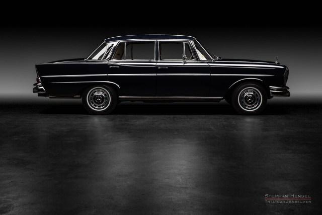 Mercedes-Benz 230 S, Seitenansicht im Studio, Autofotografie: Stephan Hensel, Hamburg, Oldtimerfotograf