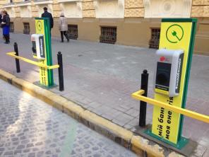 Ощадбанк установил две зарядные станции во Львове