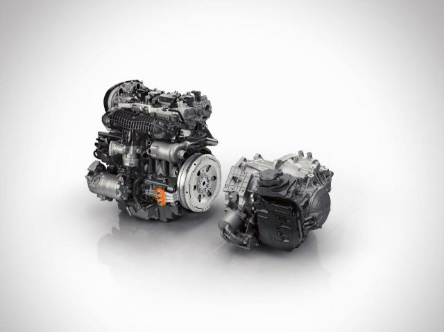 147970_The_all_new_Volvo_XC90_Twin_Engine_powertrain_crank_ISG