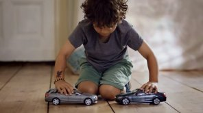 Mercedes-Benz показал, как сделать детей несчастными