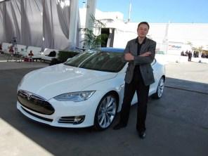 Электрокары Tesla уже на днях получат функции автопилота