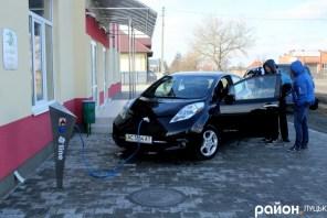 Компания E-Line установила в Луцке первую в городе электрозаправку
