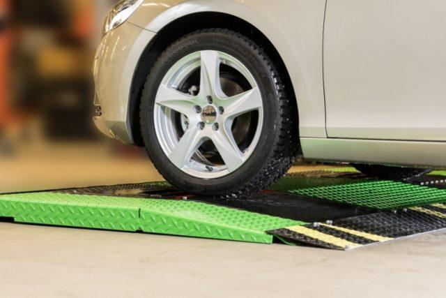 В Nokian придумали, как измерять глубину протектора шин на ходу
