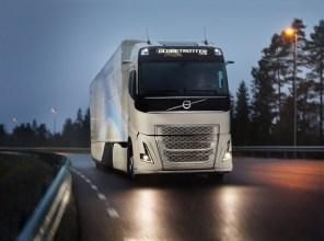 Volvo Trucks представила доработанный гибридный грузовик для магистральных перевозок