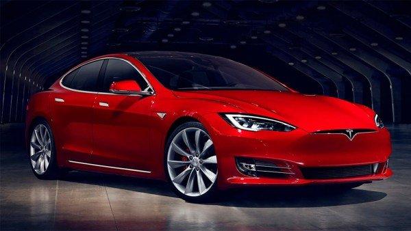 Практичность по-немецки: экс-министр экологии остался недоволен Tesla Model S