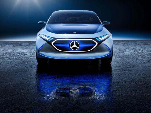 Mercedes представил конкурента BMW i3 с беспроводной зарядкой и дисплеем вместо решетки радиатора