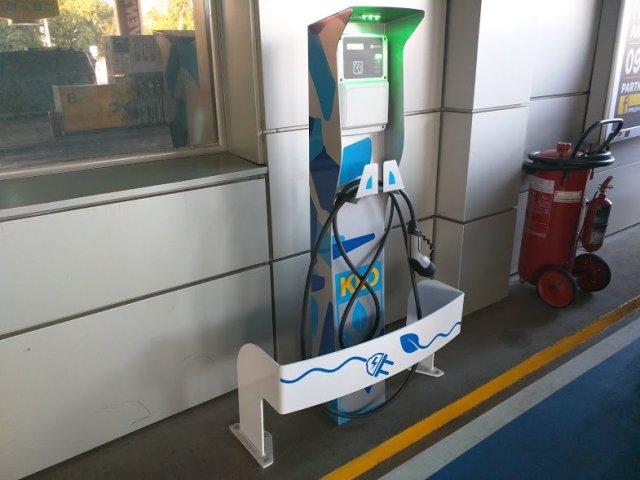 Борщ, терминал и 22 киловатта: три веские причины заряжать электромобиль на АЗС КЛО