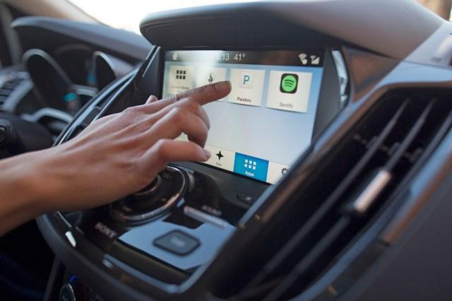 Ford выбрал три лучших приложения для автосистемы Sync