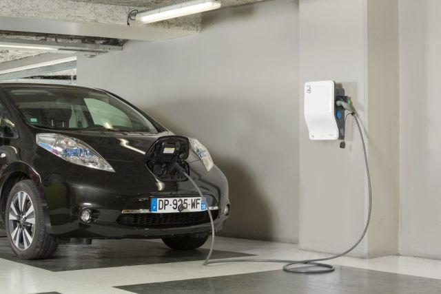 Schneider Electric начали продавать в Украине универсальные электрозаправки EVlink Wallbox