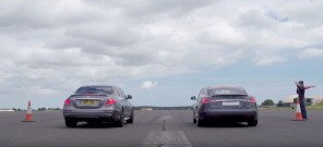 "Видео дня: Tesla Model S ""зацепилась"" с Mercedes E63S. Финал предсказуем!"