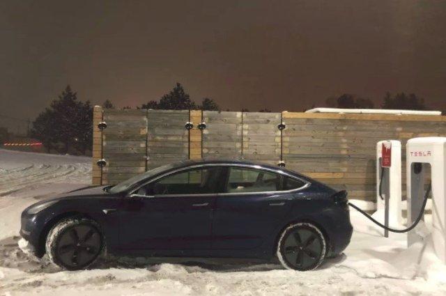 """Пушечное ядро"" 2017: американец установил новый рекорд скорости на Tesla Model 3"
