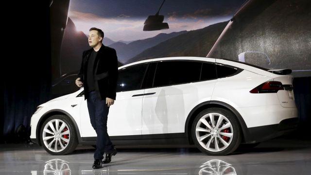 Продажи Tesla выросли на треть за год и впервые превысили 100 000 электромобилей