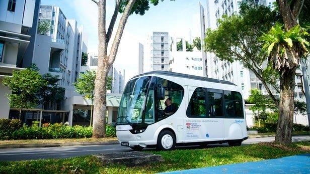 В Сингапуре запустили электробус с запасом хода 2 км. Зато заряжается за 20 секунд