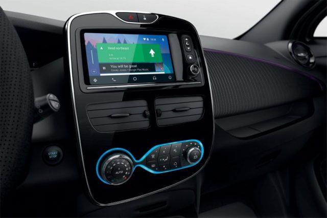 300 км на одном заряде: Renault представили новую версию электрокара ZOE