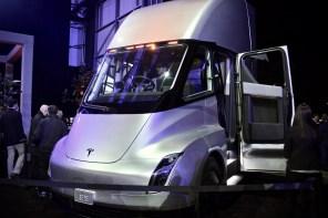 Tesla бесплатно установит свои электрозаправки для оптовых покупателей грузовика Semi
