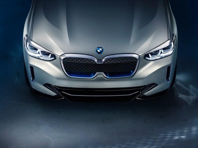 BMW полностью рассекретили электрокроссовер iX3 с запасом хода 400 км