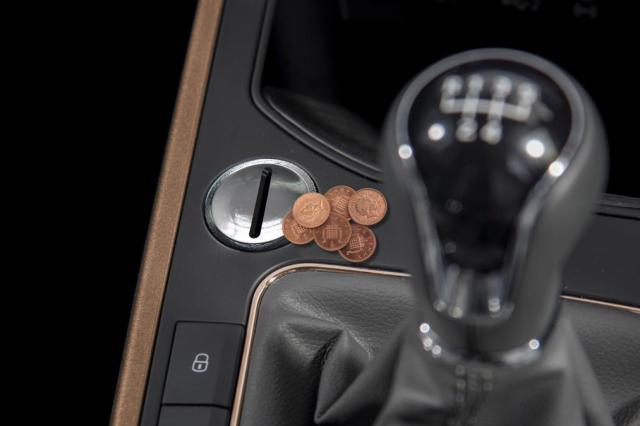 Детоглушилка и заправка навозом: лучшие первоапрельские шутки от автобрендов