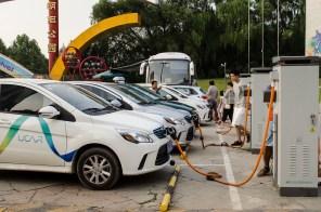 Китайская компания CATL собирается уложить Tesla на лопатки