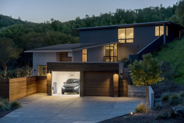 Не выдержали конкуренции: Mercedes закрыли бизнес аккумуляторов для дома