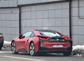 Дорогущий гибрид BMW i8 на именных номерах попал в ДТП в центре Киева. Фото