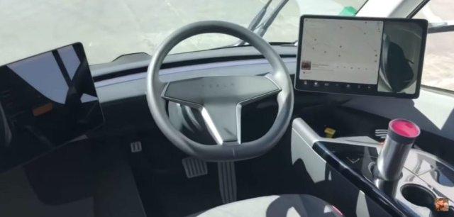 """Два монитора и """"пустой"""" руль: опубликовано первое видео изнутри электрогрузовика Tesla Semi"""