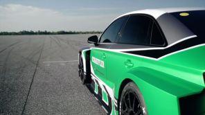 Видео дня: электрокар Audi RS3 обставил 700-сильный Porsche 911, двигаясь задним ходом