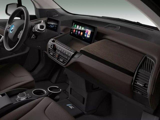 Мощная батарея и спортпакет: BMW улучшила свой электрокар i3