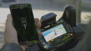 Исследование: каждый третий мотоциклист пользуется смартфоном во время движения