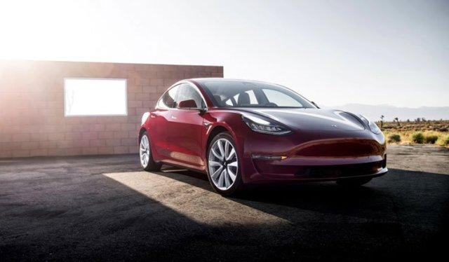 Электромобиль Tesla Model 3 назван самым крутым автомобилем 2018 года