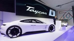 Топовая версия Porsche Taycan обзаведется приставкой Turbo: названы все комплектации