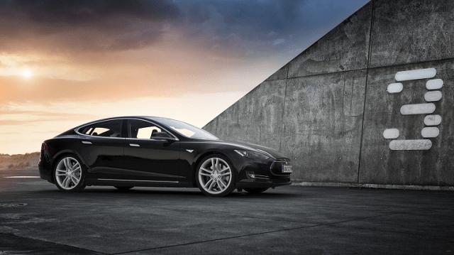 Перемога: Tesla официально разрешила заказывать электромобили с доставкой прямо в Украину