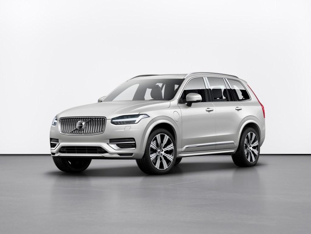 Volvo представила новую линейку гибридов: их получат все модели