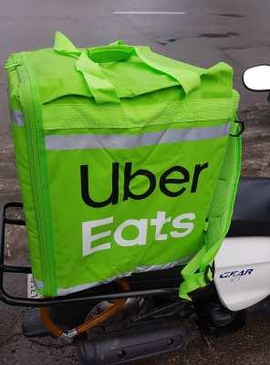 В Киеве в тестовом режиме запустили сервис по доставке еды Uber Eats