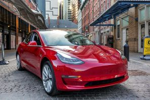 Tesla Model 3 подешевела второй раз за год: названа причина