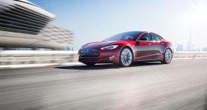 Tesla обновила автопилот: теперь электромобиль сможет сам выезжать с парковки