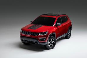 50 км на электротяге: Jeep показал гибридные версии популярных кроссоверов