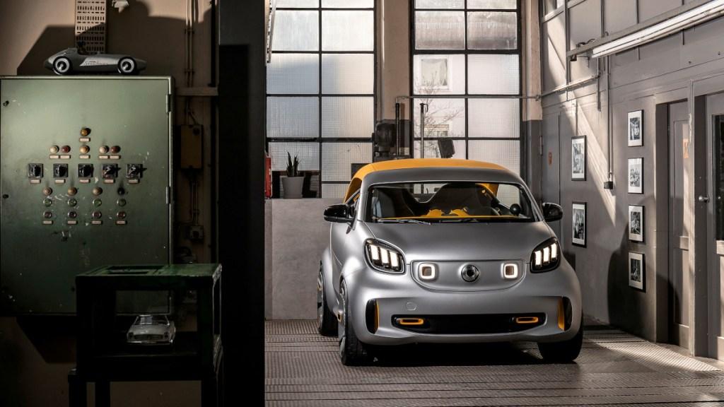 93 км без подзарядки: Smart везет в Женеву электрический кабриолет Forease+