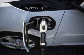 Впервые за год продажи гибридов в Украине опередили электромобили: инфографика