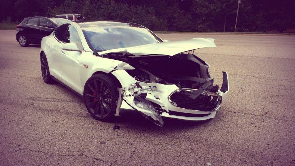Tesla отчиталась об авариях с автопилотом: ДТП с выключенной функцией случаются чаще