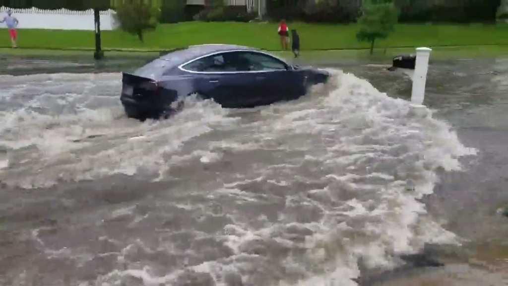 Суровый тест: водоплавающую Tesla Model 3 сняли на видео