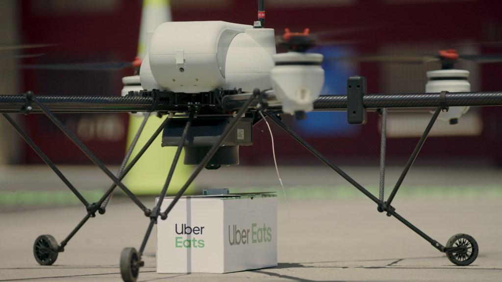 Uber представил новые беспилотные автомобили и анонсировал тестовую доставку еды дронами