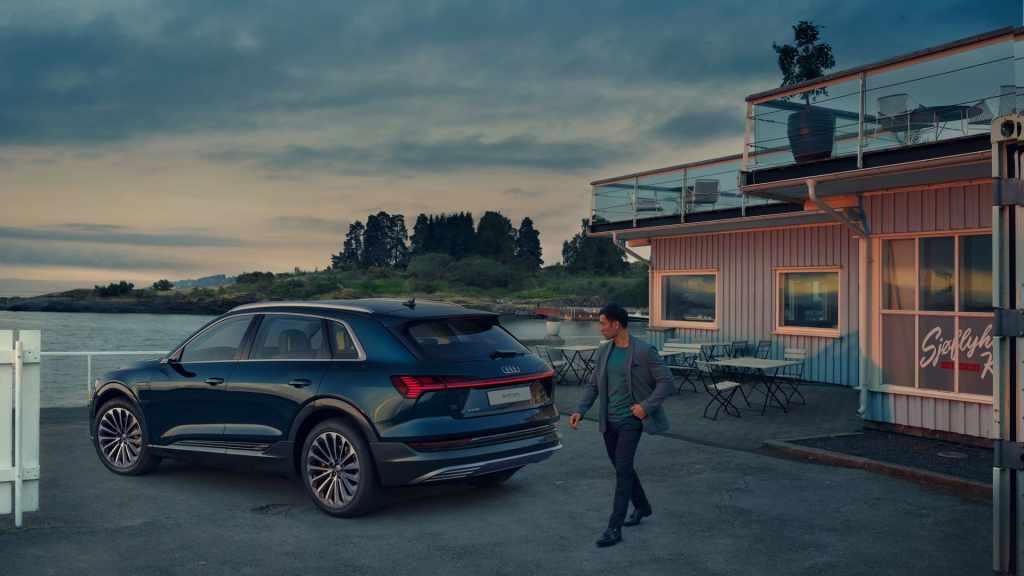 Audi отзывает электрокроссоверы e-tron из-за риска возгорания батареи