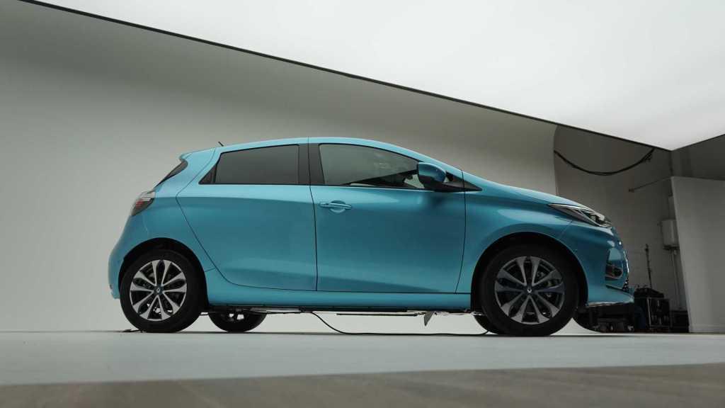 В Европе начали принимать заказы на новую Renault ZOE: объявлены цены