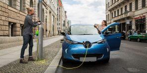 Зелёные номера и штраф за парковку на местах для электромобилей: Рада приняла закон