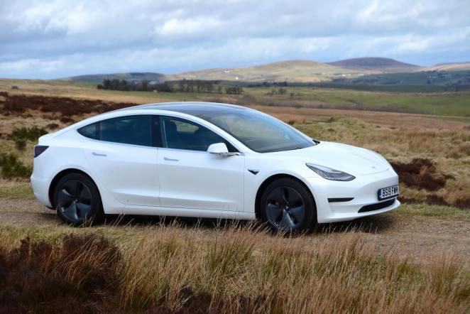 За  000 вже не буде: Tesla припинила продаж найдоступнішого електромобіля Model 3