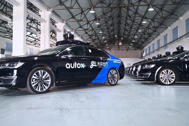 Водії непотрібні: на дороги Китаю вперше виїхали «роботаксі» без супроводу людини
