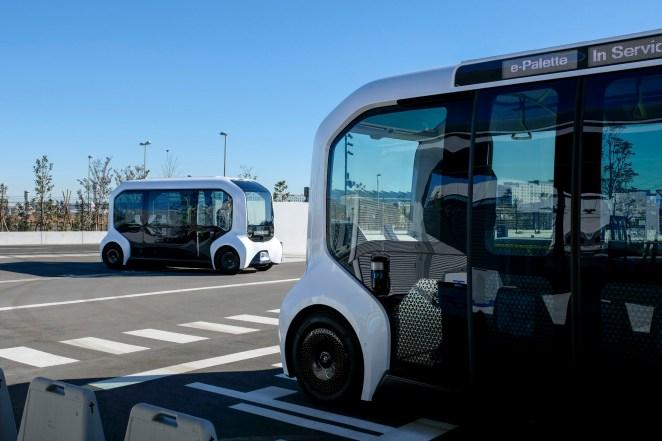 Злагодженість і автономність: Toyota показала систему управління парком безпілотних шатлів e-Palette