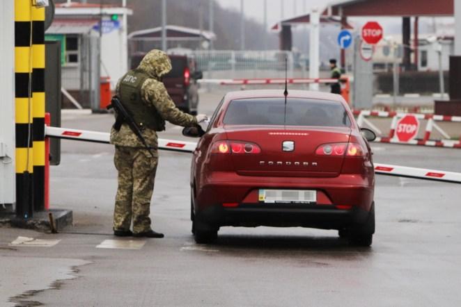 Автофіксація працює: на кордоні зупинили 340 порушників ПДР на іноземних номерах