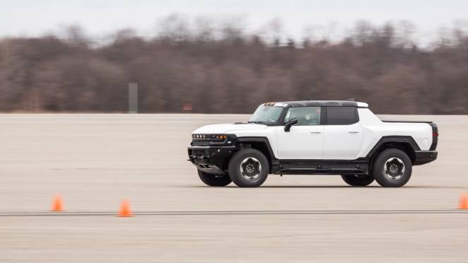 10 тисяч електричних пікапів Hummer розкупили за 10 хвилин: завалили роботою на рік вперед
