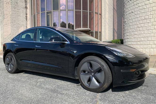 Tesla знизила цінник на електромобіль Model 3 для Європи на 2,5-6 тисяч євро